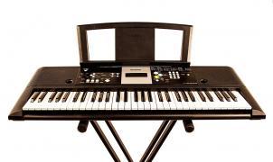 Аренда, прокат синтезатора и клавишных инструментов в Киеве
