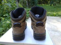 Туристические ботинки Lowa Renegade